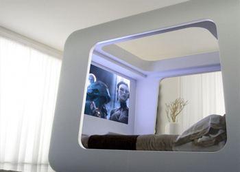 В новой комнате дизайнеры разместили мощнейшую стереосистему, встроенный персональный компьютер, современную игровую консоль