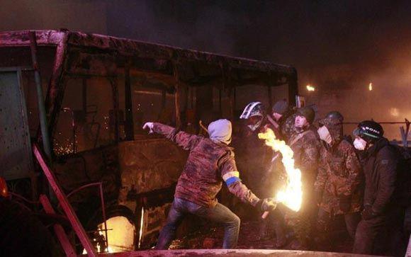 Число жертв беспорядков в Киеве растет