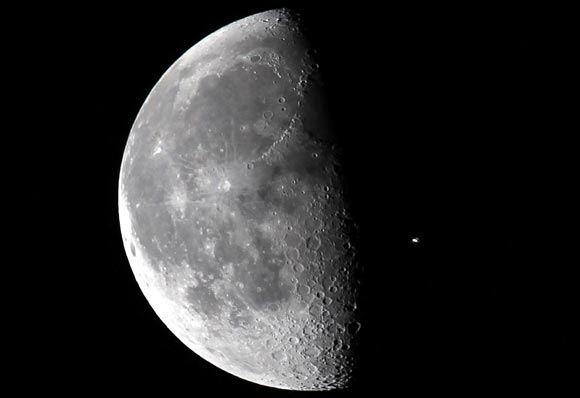 Россия будет исследовать Луну с помощью дистанционно управляемых аппаратов