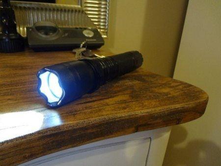 Электрошокер с фонариком