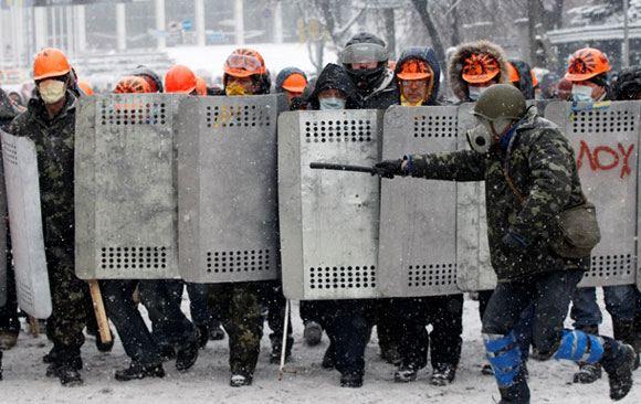 В столице Украины неизвестные избили в метро военнослужащего