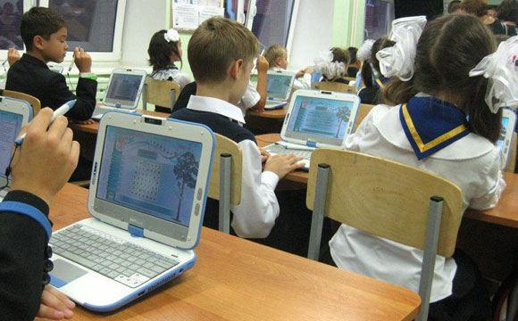Школьникам запретят играть в компьютерные игры и сидеть в социальных сетях