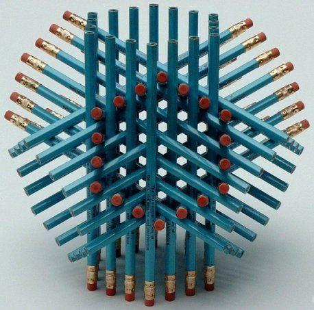А вы сможете повторить такую головоломку из карандашей?