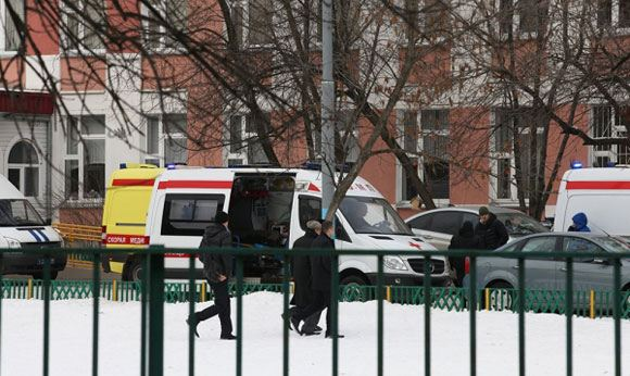 At school number 263 in the capital, a student shot a teacher and a policeman