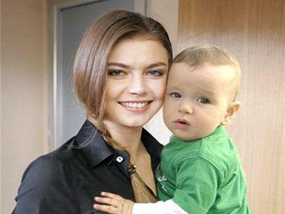 Алина Кабаева и ее сын или племянник?