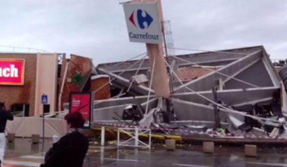 В городе Лангольер обрушилась крыша магазина Carrefour