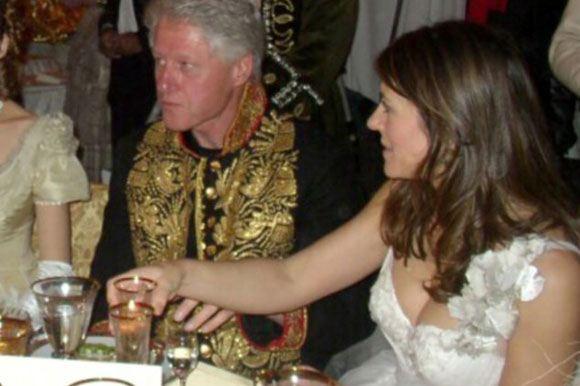 Том Сайзмор отметил, что история о романе Клинтона и Херли была выдумкой