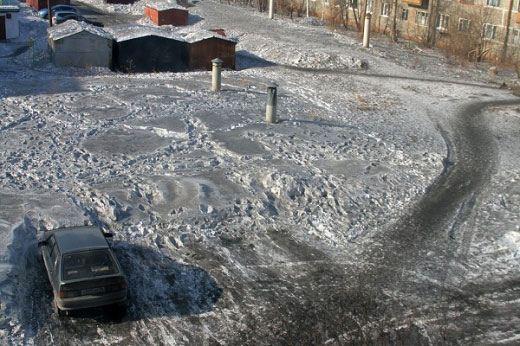 В Омске снова выпал черный снег