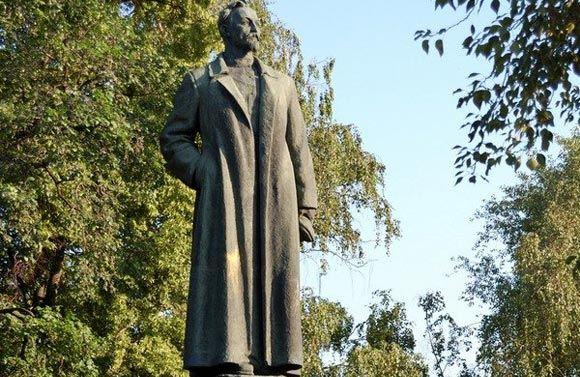 Памятник Феликсу Дзержинскому не хотят возвращать на Лубянскую площадь
