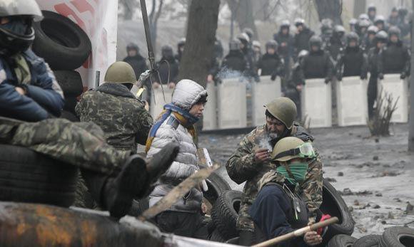 Сторонники оппозиции «обновляют» баррикады в центре украинской столицы