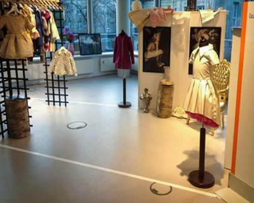 Lazy Francis � �������� �� �������� The Little Gallery ������� ����� ��������� ������