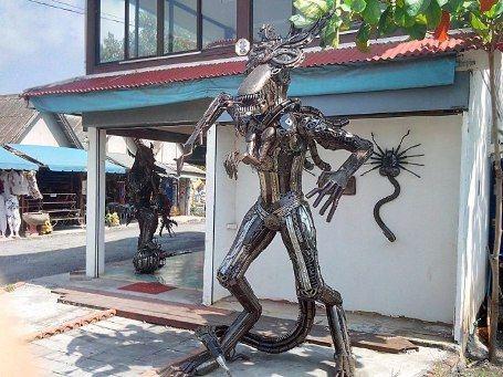 Музей в Таиланде: скульптуры созданы из запчастей от мопедов и скутеров