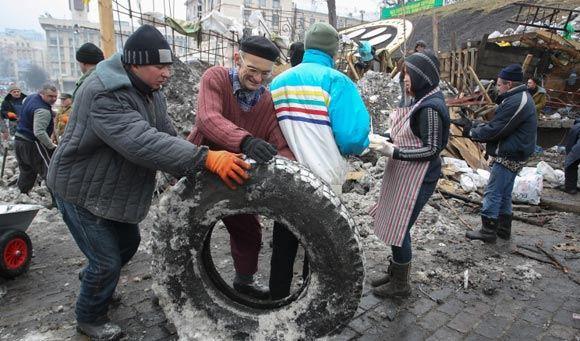 Митингующие усилили охрану баррикад на улице Грушевского в Киеве