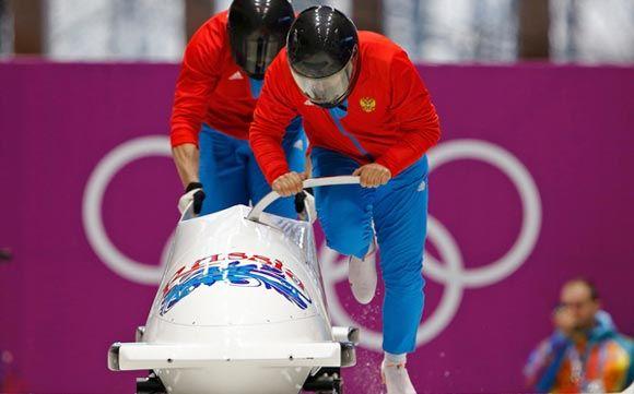 Российские бобслеисты Зубков и Воевода установили олимпийские рекорд