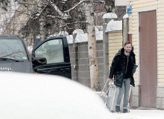Дмитрий Шепелев вынужден был оставить жену в США