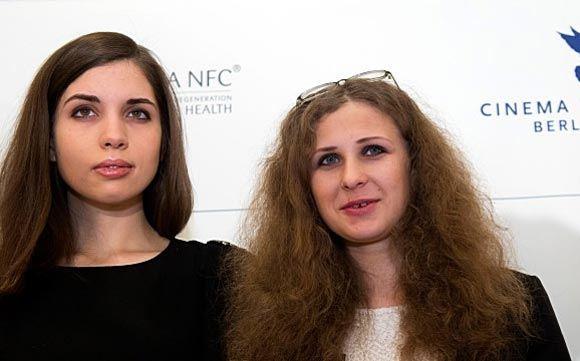 Толоконникова заявила, что ее и Алехину избили полицейские