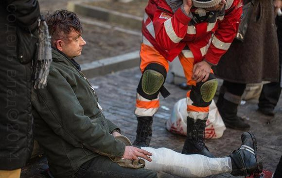 Гитаристу Александру Пипе сломали ногу бойцы «Беркута»