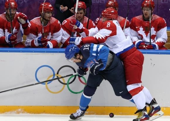Мужская российская хоккейная сборная выбыла из турнира в Сочи