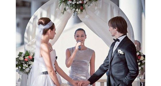 Anton Feoktistov is married to actress Natalia Dolgushina.