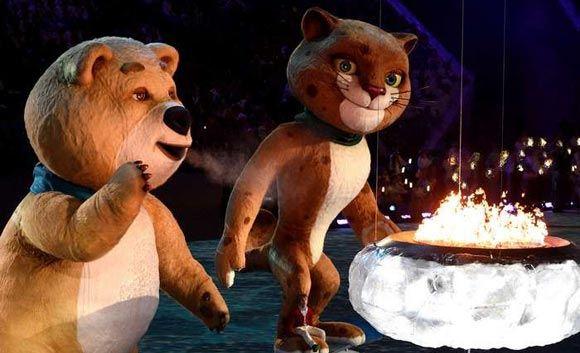 Белый мишка потушил олимпийское пламя на стадионе «Фишт»