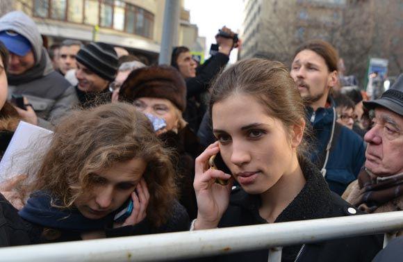 У Замоскворецкого суда снова прошли массовые задержания