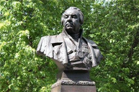 В украинском городе Броды снесли памятник Михаилу Кутузову