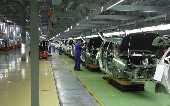 Предприятия АвтоВАЗ, УАЗа и питерский завод General Motors временно прекратили выпуск автомобилей