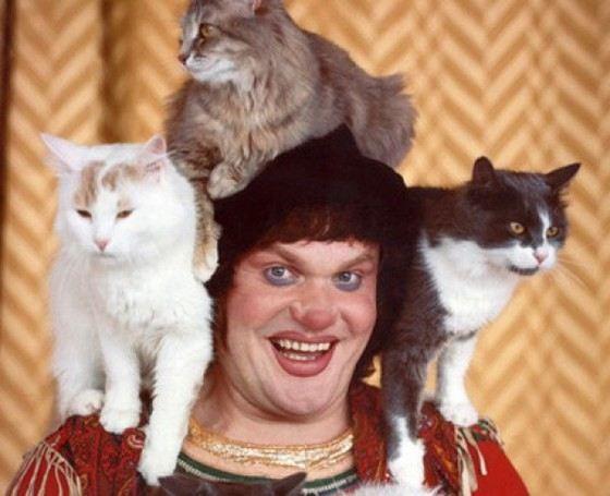 Когда Юрий Куклачев начинал работать в цирке, номеров с кошками в его программе не было
