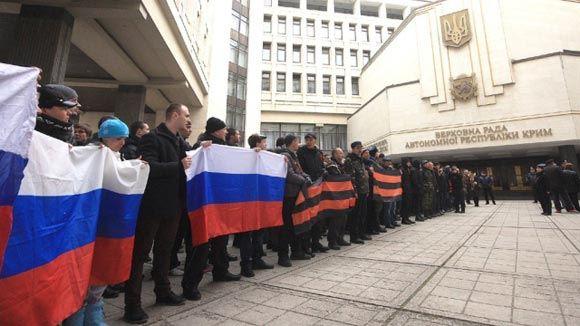 Захватчики Верховной рады Крыма не идут на переговоры