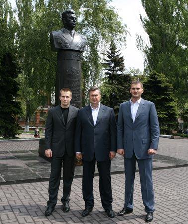 Швейцария заморозила активы Виктора Януковича и его старшего сына