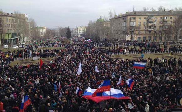 В Донецке протестующие попытались ворваться в здание областной администрации