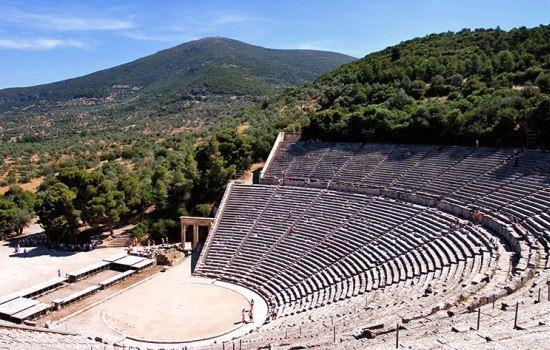 Восхищает туристов Античный театр Эпидаврос на Пелопоннесе