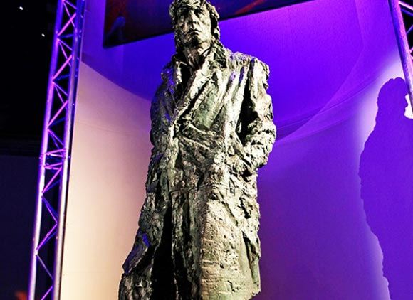 Вдова Абдулова раскритиковала памятник работы Благовестнова