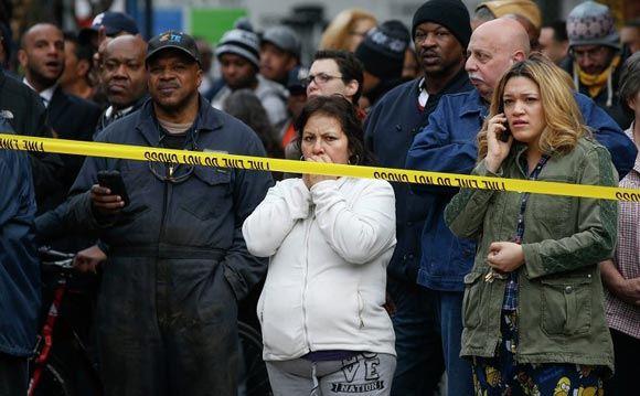 Взрыв домов в Нью-Йорке: 12 человек остаются под завалами