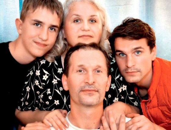 Actor Ivan Dobronravov with his family: brother, mother and father