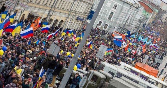 На антивоенном шествии задержали провокаторов