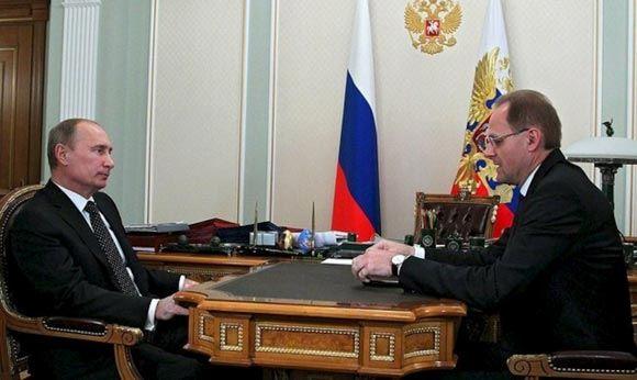 Потерявший доверие губернатор Василий Юрченко лишился поста
