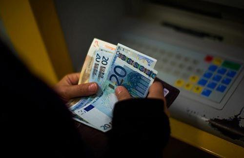 Впервые за две недели доллар опустился ниже 36 рублей