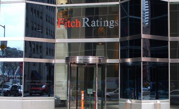 Fitch ухудшило прогноз по рейтингу РФ из-за санкций Запада