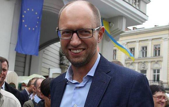 Яценюк попросил Запад передать Украине место России в «Большой восьмерке»