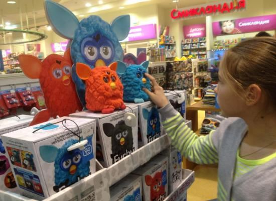 Очень популярна сегодня интерактивная игрушка Ферби