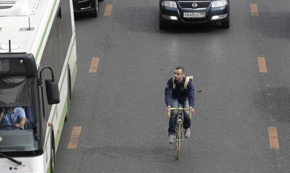 Российским велосипедистам запретили ездить по тротуарам