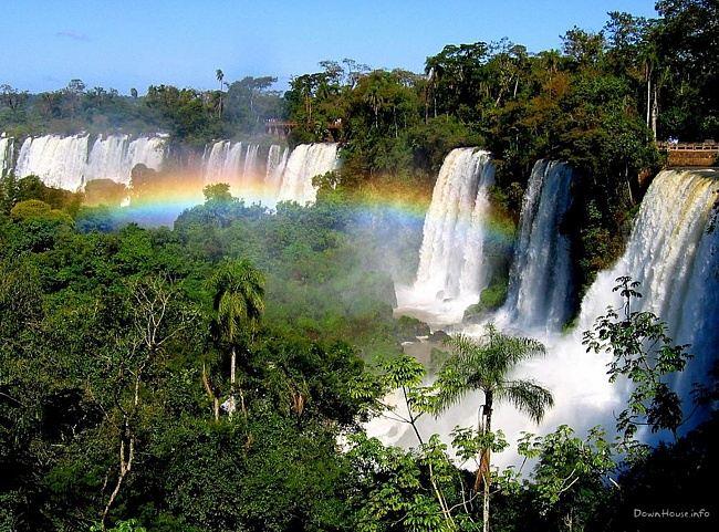Водопад Игуасу один из самых мощных в мире