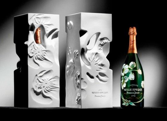 On a bottle of Perrier-Jouet champagne is possible to put your own name