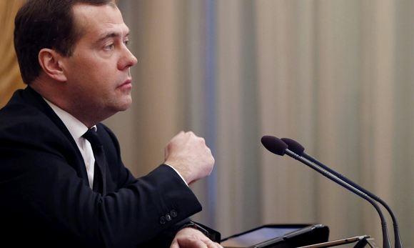 Лидер КПРФ раскритиковал правительство Медведева за либерализм