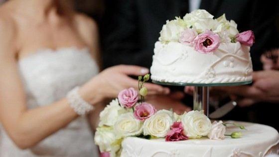 Огромные торты часто заказывают на свадьбы