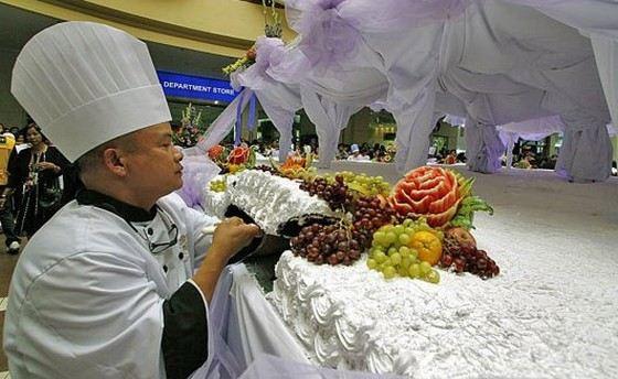 В США изготовили гигантский торт весом почти 7 тонн