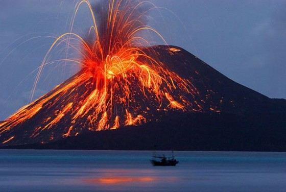 Самое мощное извержение вулкана Кракатау