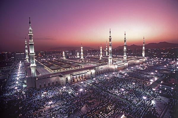 Мечеть Пророка в Медине не только старинная, но и очень красивая
