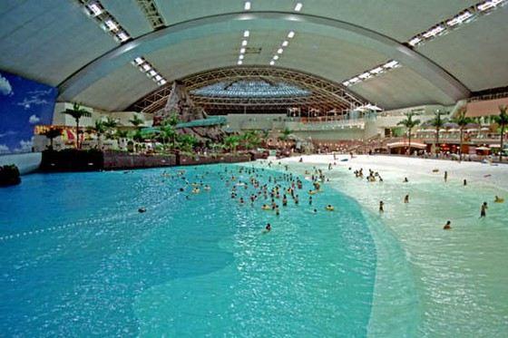 Самый большой океанский бассейн «Океанский купол» находится в Японии